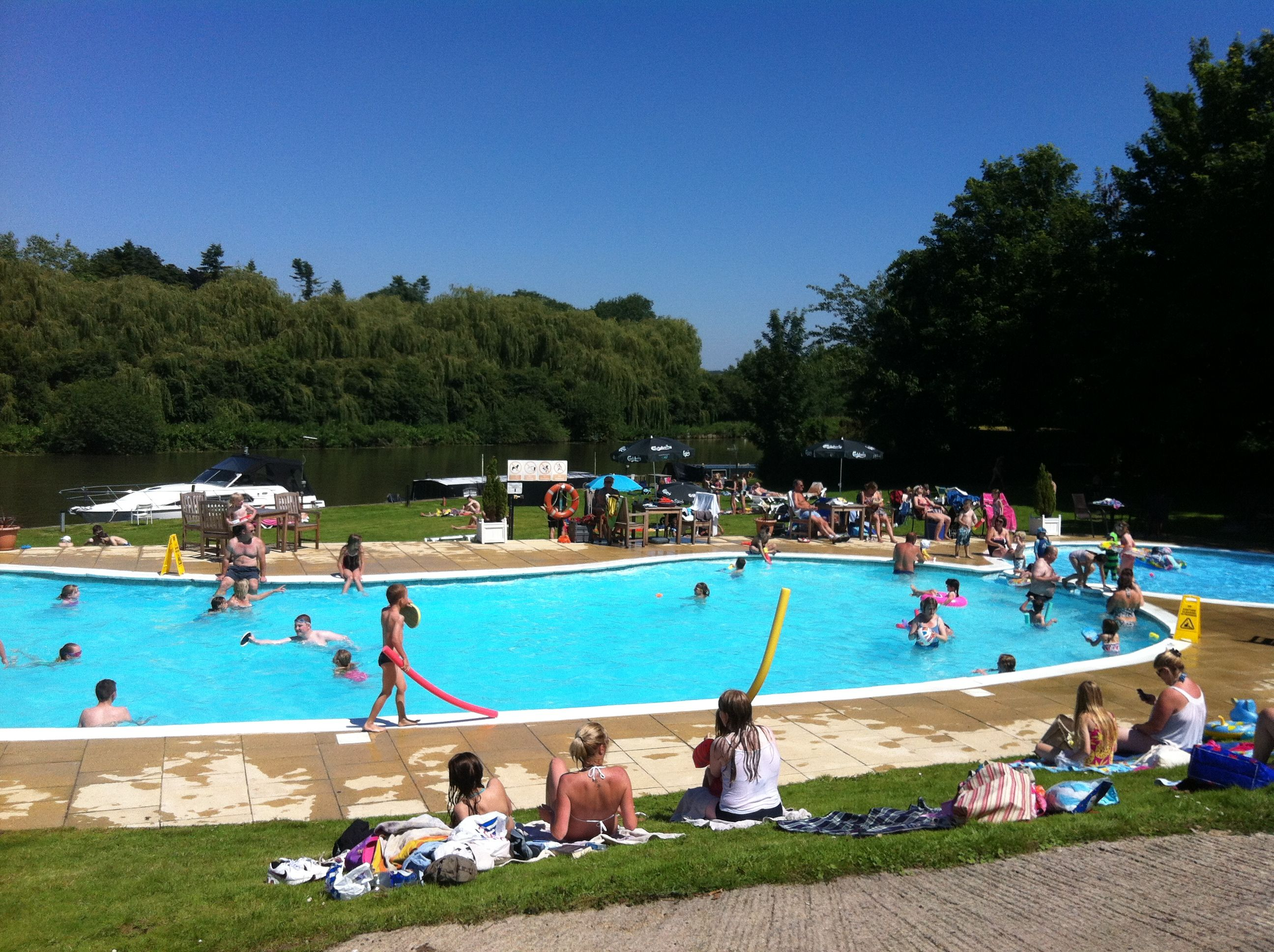 Shillingford lido and a whole lot of others too bucks oxon for Swimming pools buckinghamshire