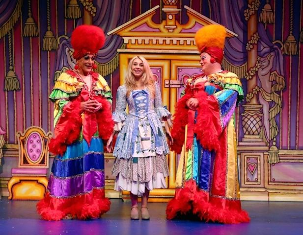 Cinderella at Aylesbury Waterside Theatre - Christmas 2014