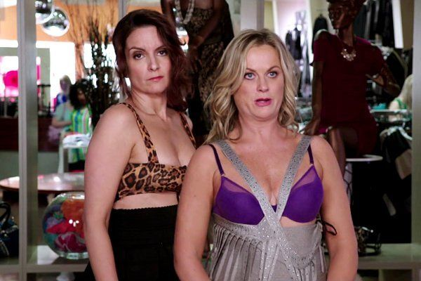 amy-poehler-and-tina-fey-hold-wild-party-in-sisters