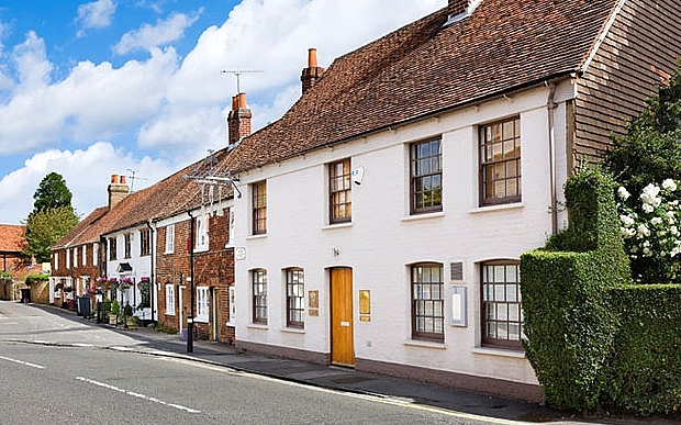 C67JEN Heston Blumenthal's Fat Duck Restaurant on the High Street in Bray, Berkshire, England, UK