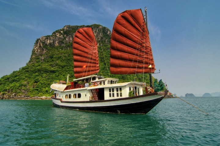 Halong-bay-cruise-Prince-junk-81300