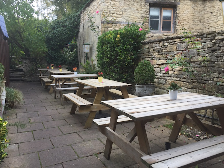 the-angel-burford-picnic-tables