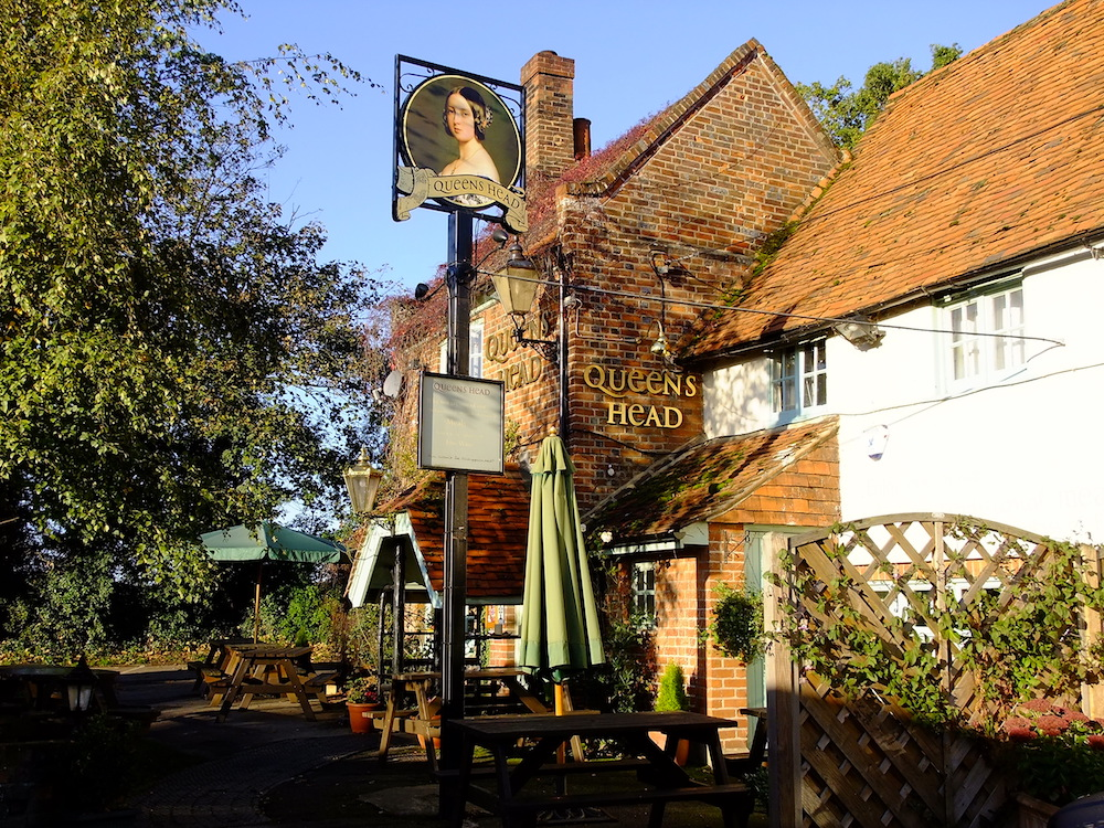 Muddy stilettos reviews the queens head in buckinghamshire for Marlow manor