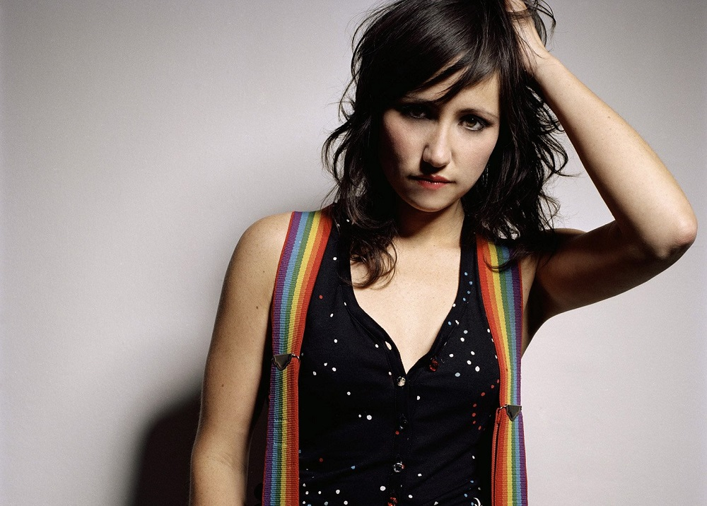kt tunstall holding head rainbow braces