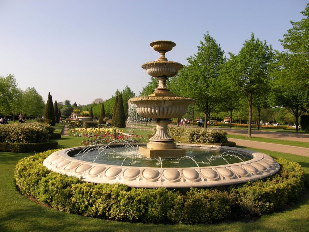 fountain regents park surrounded by shrubbery