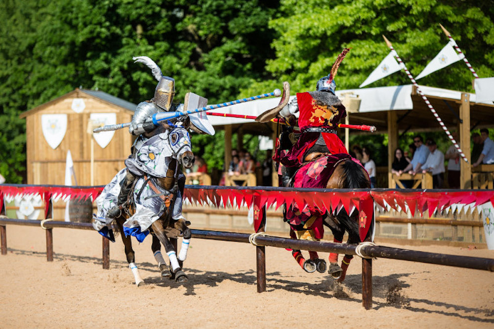 silver knight red knight jousting on sand