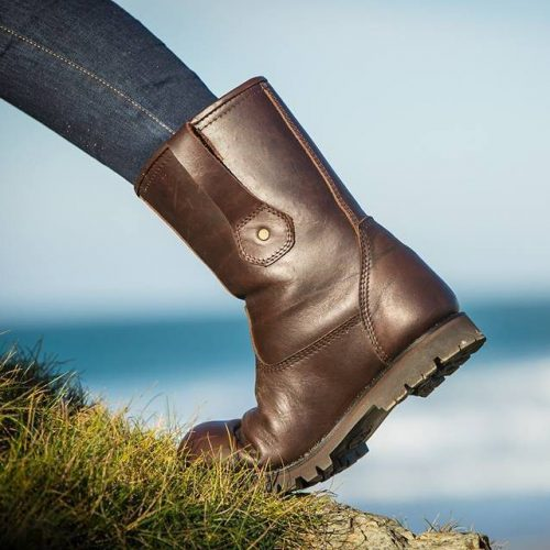 Trailback Boots Unisex Rigger Outdoor Boots, brown waterproof outdoor boot on grass sea background