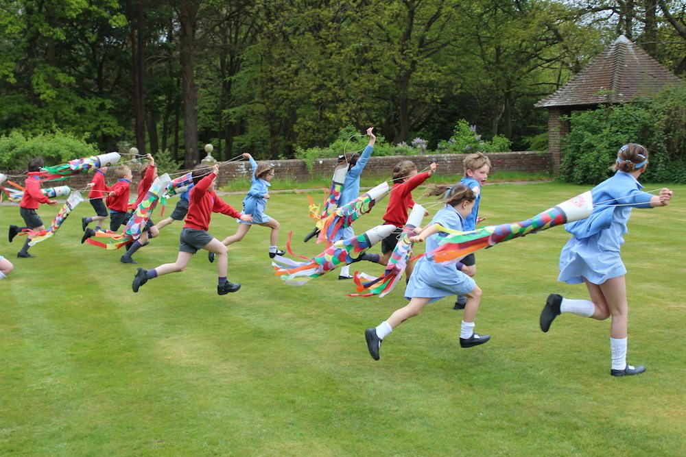 oratory kites children running in garden with kites